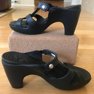 CROCS Black Cyprus V Heel Sandal Size 6